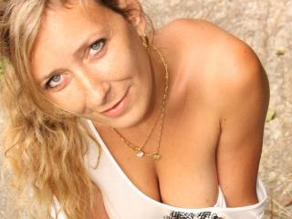 Voir le liveshow de  Betina de Xlovecam - 36 ans -