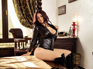 Voir le liveshow de  AliciaXHotty de Xlovecam - 43 ans - I enjoy meeting new and interesting people. I am a curious woman and an adventurous one ;)..  ...