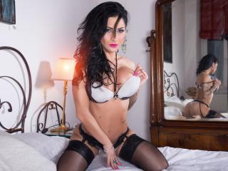 Voir le liveshow de  DivaClara de Xlovecam - 29 ans - I am a model 100% natural girl, natural body and also mind.Come and try to know me better, you w ...