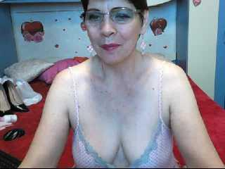 Voir le liveshow de  BlueWildRose de Xlovecam - 57 ans - They say that age brings experience and knowledge. I can show you things you only dream of.