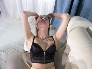 Voir le liveshow de  ImAloneHome de Xlovecam - 20 ans - I am a beautiful, interesting girl. Come to my room to be fun