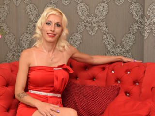 Voir le liveshow de  DivineDaniele de Xlovecam - 31 ans - Young and full of life ready to experiment and feel new pleasure