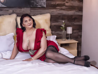 Voir le liveshow de  MILFPandora de Xlovecam - 50 ans - We would lie there in my bed. Do you remember all those nights we never slept? No clothes, swe ...
