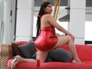 Voir le liveshow de  Leiiza de Xlovecam - 27 ans - Im Leizza. Latin ebony with big curves. Im into BDSM, Im outgoin im always smiling but i have a per ...