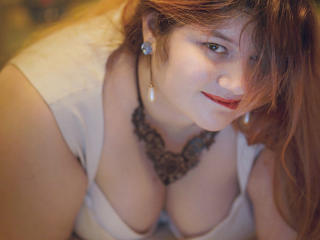 Voir le liveshow de  DiamondDy de Xlovecam - 24 ans - Come into my room and you will discover a nice person but also sexy when you make me behave like ...