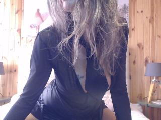 Voir le liveshow de  Plume de Xlovecam - 44 ans - Je suis une fille très gourmande de sexe... Tu as le choix ou tu prends les commandes ou  je prends ...