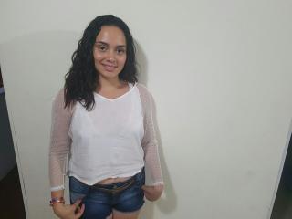 Voir le liveshow de  PamelaWow de Xlovecam - 19 ans - Sexy and hot Latin woman