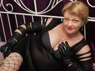 Voir le liveshow de  LadyHoney de Xlovecam - 59 ans - All Natural. Have been around the block a few times. I know what I want and what I like. I know  ...