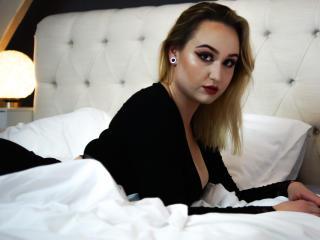 NattyLoveX nude on cam